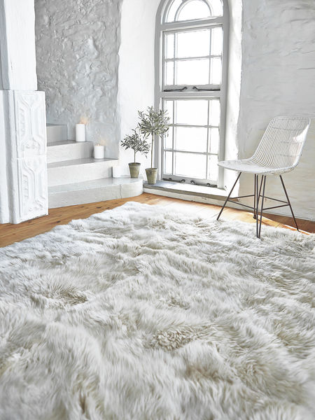 White Rug Bedroom Decor