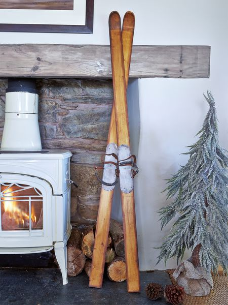 Uk Living Decor: Vintage Wooden Skis